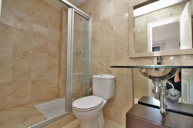 Master bedroom's en-suite shower room